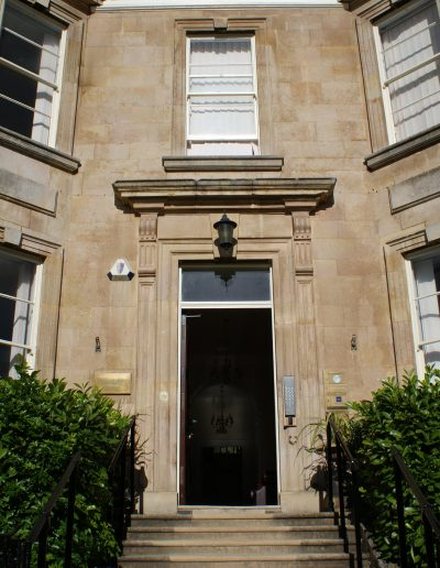 willoughby-house-entrance3