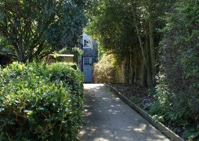 willoughby-house-path